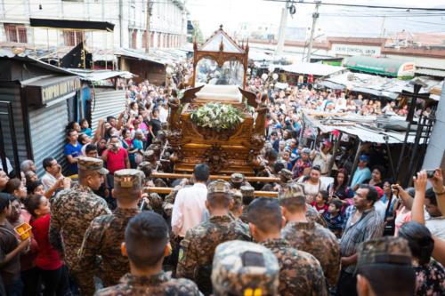Viernes Santo, Los militares son hoy los que sacan al cristo. El pueblo no está contento.