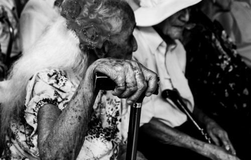 La experiencia de compartir con personas que han traspasando la frontera de loscien años nos hace reflexionar sobre la fortaleza del adulto mayor Guanacasteco, eseque nos trae la historia, y edifica nuestra herencia.