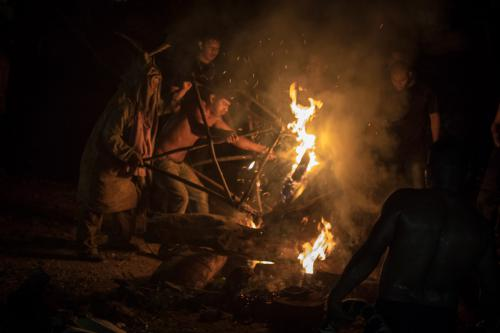 La fiesta acaba, el toro es derrotado y quemado por los Borucas.