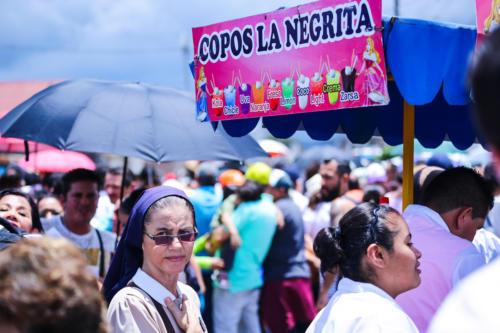 """""""La Negrita"""" asegura el sustento para algunas personas, para otras simplemente amortigua los efectos de la alta temperatura, el espacio adquiere nuevas dimensiones."""