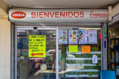 Comercio La Gallinita Feliz,  Vázquez de Coronado, San José, Costa Rica. Marzo 2020, Pandemia Covid-19