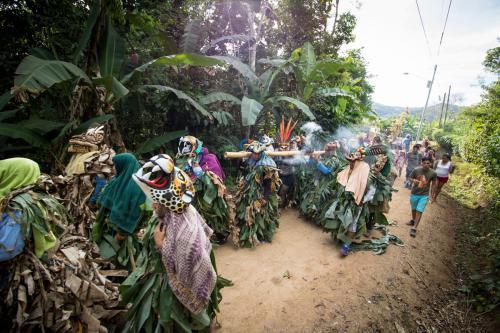 Los animales del bosque (su representación) marchan para encontrarse con los diablitos y luchar  a su lado contra el toro!
