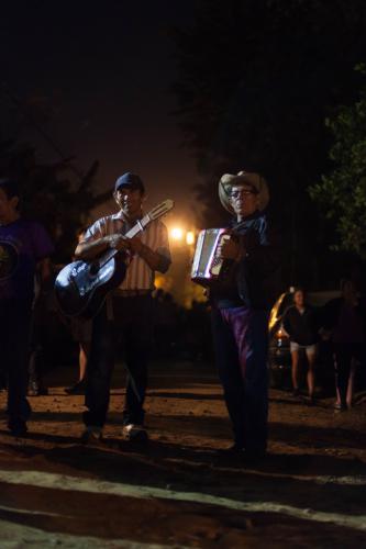 Los músicos cumplen un papel importante durante los cuatro días de las fiestas - el incesante tamborileo y la rebelde melodía de la flauta, acompañados en momentos especiales de la clásica guitarra y el dulce acordeón.