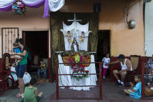 El llamativo pueblo indígena de Sutiaba, decorado por altares y alfombras de aserrín.
